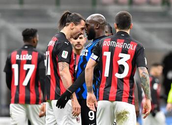 Eén maand na hun opstootje kijken Ibrahimovic en Lukaku elkaar weer in de ogen in de Milanese derby