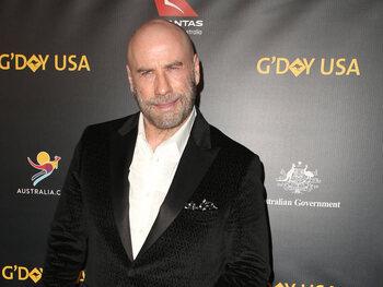 John Travolta: son crâne rasé a été inspiré par Pitbull