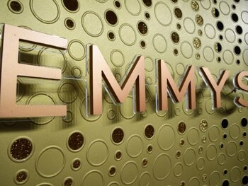 'The Crown', 'The Mandalorian' en 'The Scarlet Handmaiden' grote kanshebbers Emmy Awards
