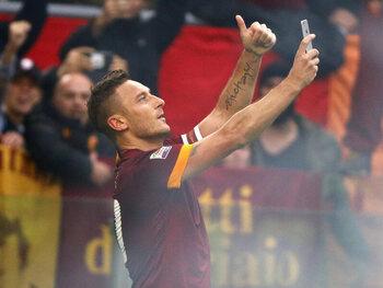 Le selfie de Totti : encore et toujours l'image du derby della Capitale