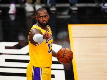 Met Anthony Davis in de lappenmand rekenen de Lakers op LeBron James
