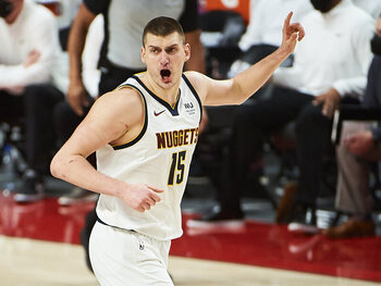 Nikola Jokic, pas verkozen tot MVP, is klaar om de Suns een poepje te laten ruiken