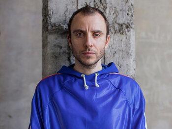 Une invitation au voyage avec Heat, le nouveau single de Julien Tassin