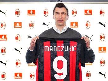"""A 34 ans, Mario Mandzukic va-t-il briser la """"malédiction du numéro 9"""" à l'AC Milan?"""