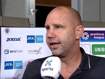 Bob Peeters s'emporte contre l'arbitre après la défaite contre le Beerschot Wilrijk