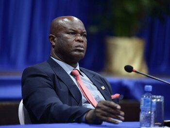 Le vice-président du Suriname, 60 ans et recherché par Interpol, s'offre un match de la Ligue de la CONCACAF
