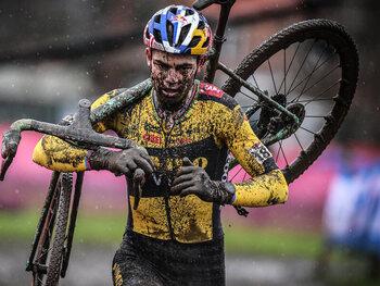 Kan Wout van Aert een 3e wereldbeker veldrijden winnen?