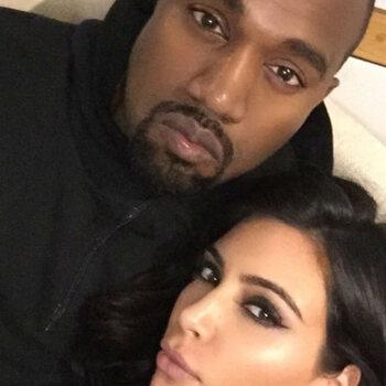 Kim en Kanye geven president Oeganda gympen
