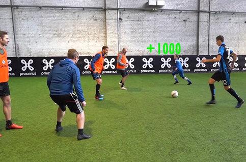 Winnaars meet & greet spelen FIFA-acties na met de spelers van Club Brugge