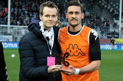 Remise du prix du joueur du mois de janvier à Charleroi !