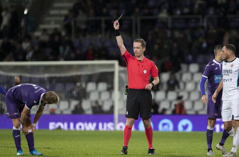 Schorsingen en gele dreiging 1B: drie spelers op strafbank; tien spelers dreigen slotmatch 2019 te missen