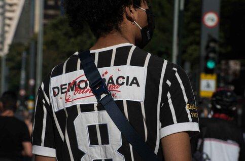 In Brazilië overstijgt het engagement van de ultras de sportieve rivaliteit