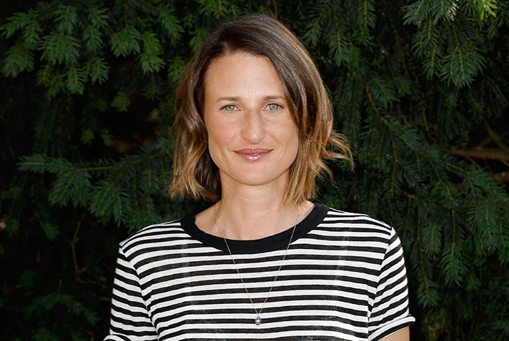 camille cottin a rencontr brad pitt en tenue d 39 eve proximus tv. Black Bedroom Furniture Sets. Home Design Ideas
