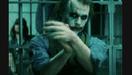 De Joker die applaudisseert voor Jim Gordon, in The Dark Knight