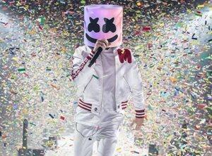 Marshmello  des basses profondes sur un fonds de drops et de joyeuses vibrations Ibiza-Tomorrowland