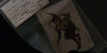 J.Kerr découvre une carte du Joker