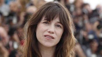 """Charlotte Gainsbourg, """"abasourdie"""" par le décès de sa soeur"""