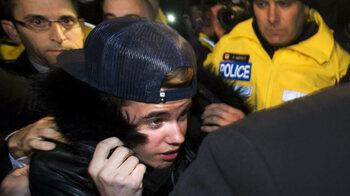 Justin Bieber inculpé pour coups et blessures