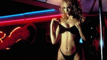 """25 ans après sa sortie, le film """"Showgirls"""" fait toujours parler de lui"""