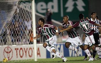 One day, one goal : Thiago Silva envoie un missile dans la lucarne du gardien de Vitoria