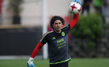De sterren van de selectie: Guillermo Ochoa, een jaar als Rouche en Verde