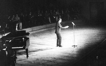 1953 – 1954 – Jacques Brel enregistre son 1er disque