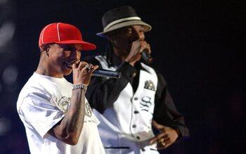 Snoop Dogg & Pharell - 'Drop it like it's hot'