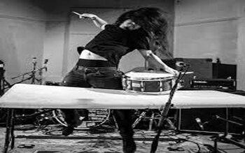 Petit détour par les abysses de la musique: 10 genres musicaux totalement nébuleux