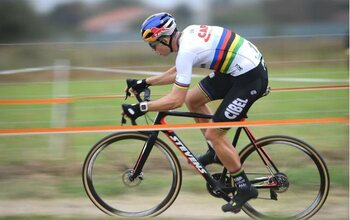 En apparence semblables mais néanmoins différents : qu'est-ce qui distingue un vélo de cyclo-cross d'un vélo de course ?