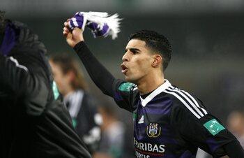 Boussoufa knalt Anderlecht naar delirium