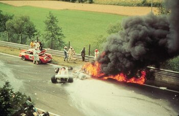 Crash kost Lauda wereldtitel