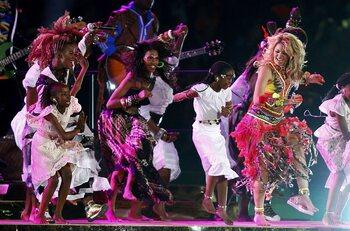 Les célébrations mythiques: Matrone se déguise en Shakira pour danser sur 'Waka waka'