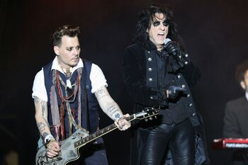Ode aan een tribute band: dit is Hollywood Vampires, de hobbyband van Johnny Depp en Alice Cooper!