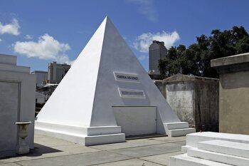 2. Il veut être enterré dans une pyramide