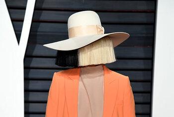 Mais qui se cache derrière Sia?