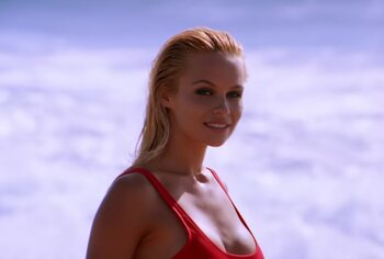 'Bikini Day': van Bond-girl tot Baywatch