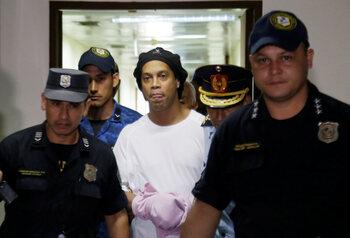 Ronaldinho derrière les barreaux