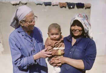'À droite sur la photo', le documentaire extraordinaire sur Sœur Emmanuelle