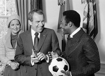 Die keer dat Pelé een Playboy Playmate aan de haak sloeg…