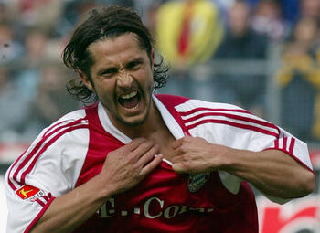 One day, one goal: Bixente Lizarazu doet netten smeulen tegen Duisburg