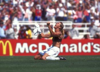 Les célébrations mythiques: Brandi Chastain enlève son maillot en finale de la Coupe du monde 1999