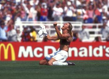 Mythische vieringen: Brandi Chastain trekt haar truitje uit in de WK-finale van 1999