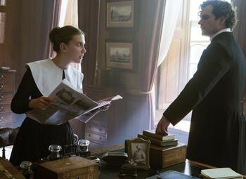 Millie Bobby Brown gaat op onderzoek uit in 'Enola Holmes'