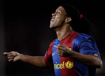 One day, one goal: doortrapte Ronaldinho verrast vriend en vijand met listige vrijschop