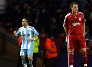One day, one goal: Valbuena legt sfeervol Anfield Road het zwijgen op met winnende treffer