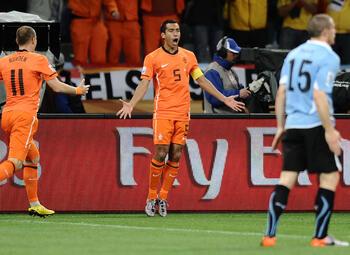 One day, one goal: Van Bronckhorst sluit carrière af met zijn mooiste goal ooit