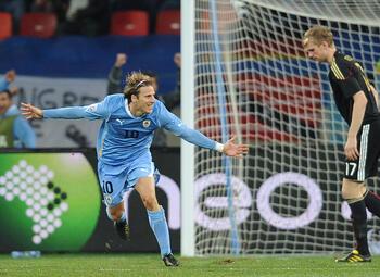 One day, one goal: Diego Forlán schittert op WK 2010