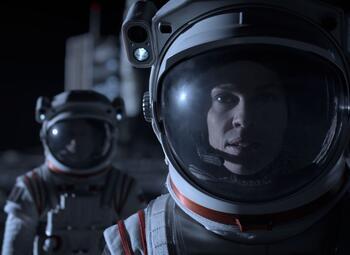 Oscarwinnares Hilary Swank is terug met Netflix-reeks 'Away'