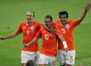 One day, one goal: Wesley Sneijder termine l'humiliation de la France à l'Euro 2008