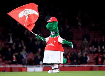 Arsenal vire sa mascotte qui s'envole pour Séville